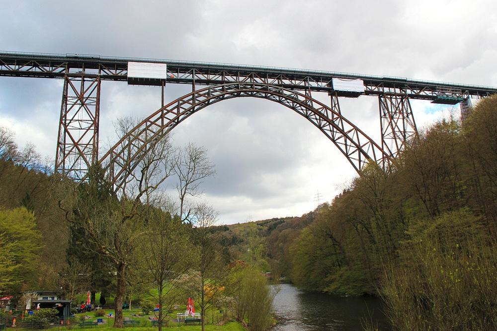 Der Müngstener Brückenpark ist einen besuch wert.