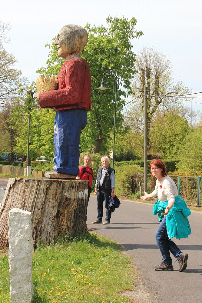 In Geltow macht Rosel einen artigen Hofknicks beim König!