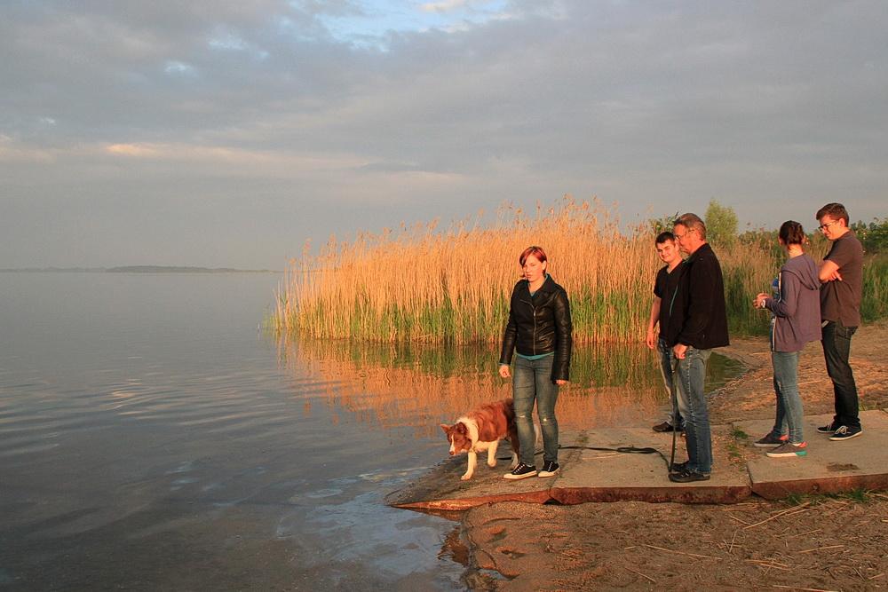 Kurzer Blick über den See, dann gehen wir wieder zum Zeltplatz.