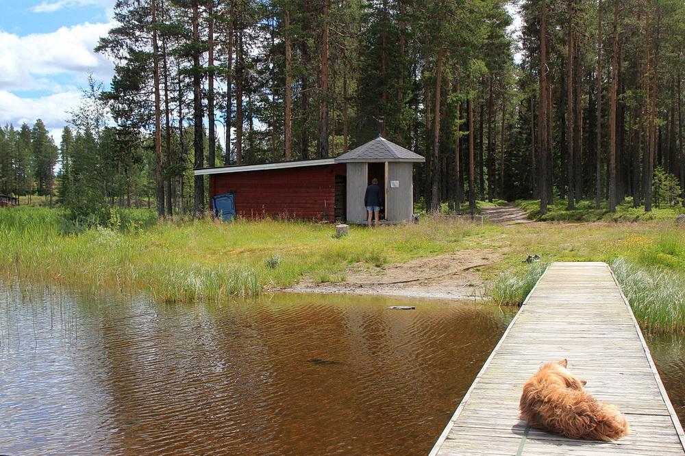 Günter feuert die Sauna an! Heute wird gebadet!