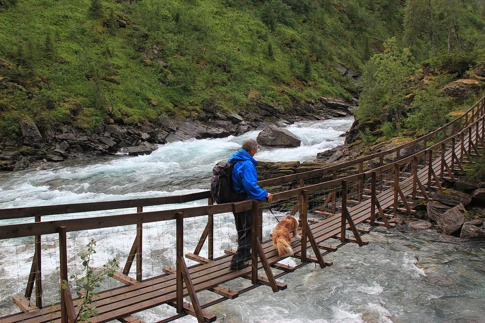 Wir erreichen die Brücke über die Tespa ohne Komplikationen.