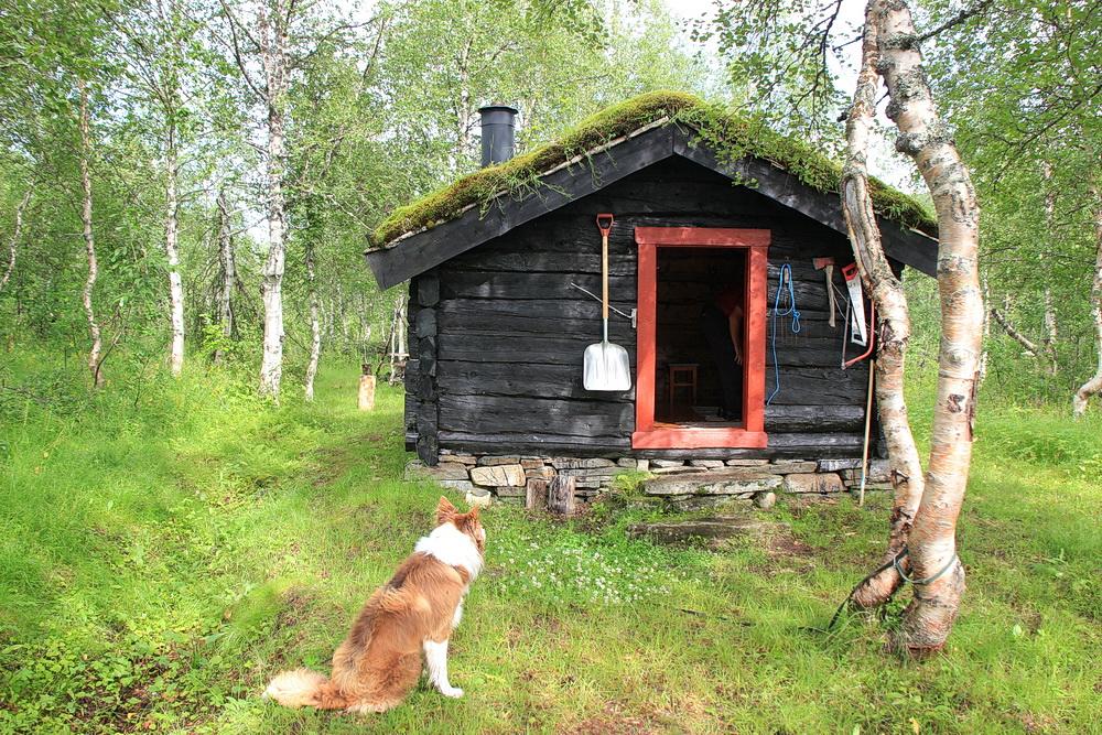 """Der Bergbauernhof """"iInner Bredek"""" wurde restauriert und eine Hütte ist für Wanderer offen. Hier könnten wir übernachten, wenn wir denn wollten. Doch wir wollen weiter!"""