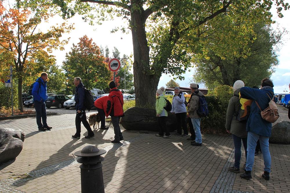 Wir wandern Richtung Barnsdorf und lassen uns überraschen, was uns dort erwartet.