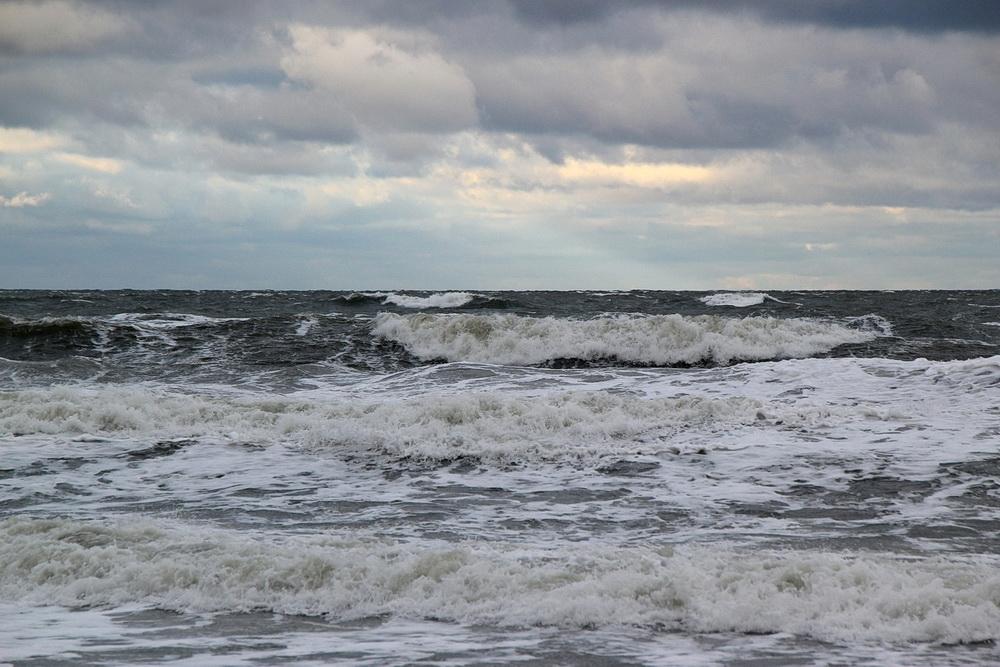 Leider sieht man auf Fotos nie, wie hoch die Wellen wirklich sind.
